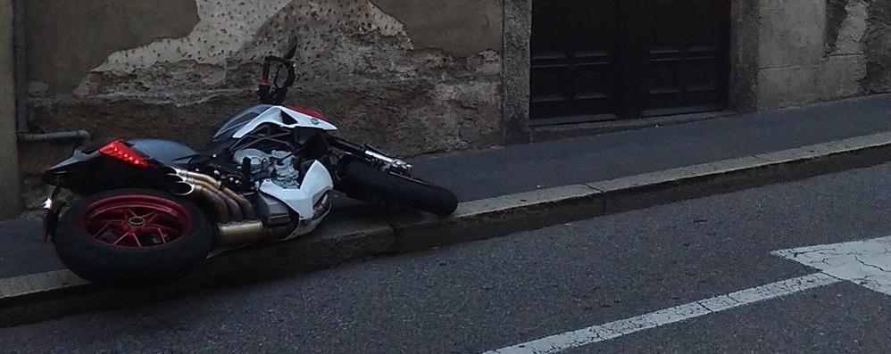 Como, ruba una moto da 15mila euro  Arrestato dopo l'inseguimento