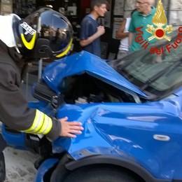 San Fedele, auto contro Villa Somaini  Donna ferita in elicottero al Sant'Anna