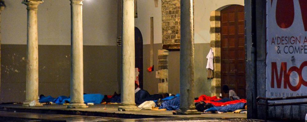 Tra i senzatetto a San Francesco  «Situazione igienica fuori controllo»