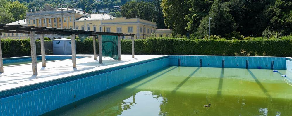 Niente da fare per il lido di Villa Olmo  «Tempi stretti, aprire è impossibile»