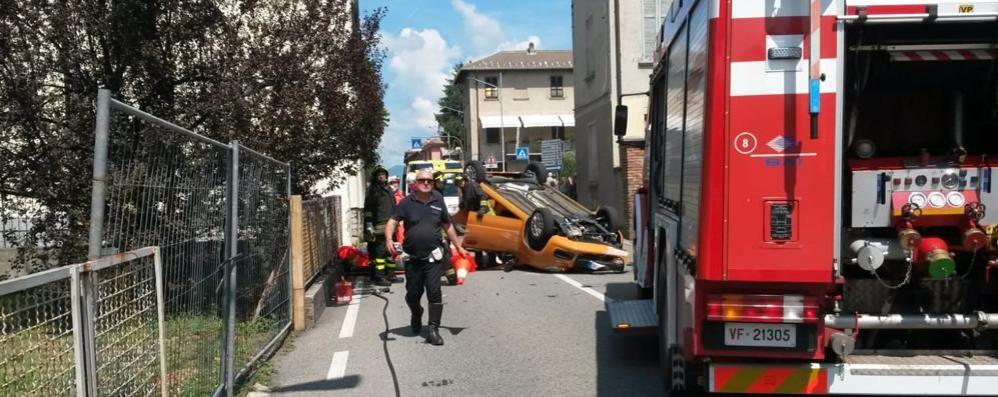 Si ribalta in automobile Donna ferita a Olgiate