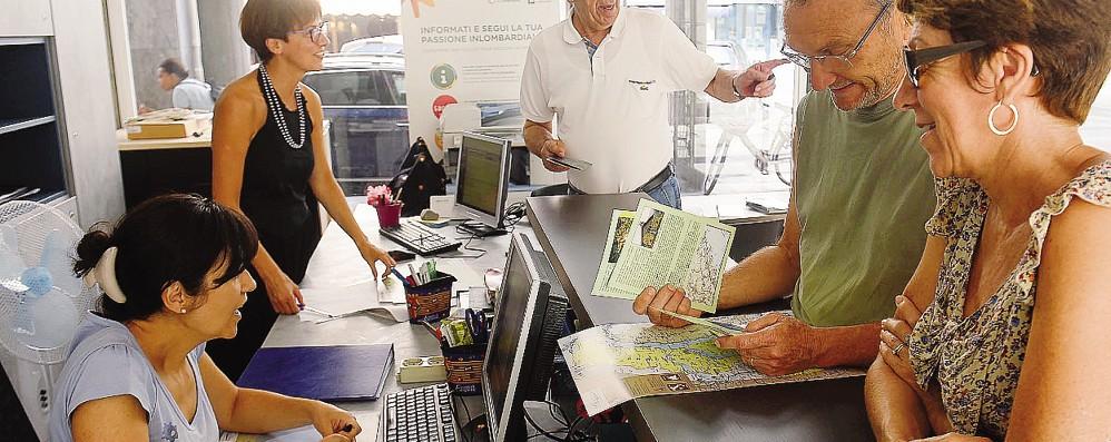 Como, guide turistiche  Così la burocrazia  blocca il lavoro