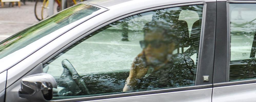 Telefono al volante, la polizia locale:  «Possibile una stretta sui controlli»