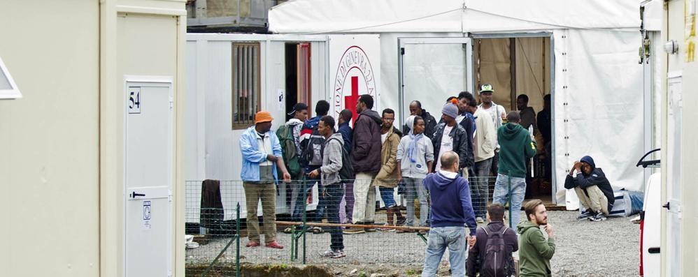 Migranti in via Regina  Diminuiti di un terzo  nell'arco di un anno