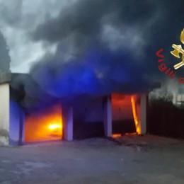 Auto in fiamme in un box Vigili del fuoco a Villa Guardia