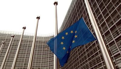 Crollo ponte: sabato bandiere a mezz'asta alla Commissione Ue