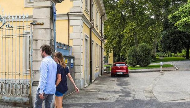 Como, beffa notturna per Villa Olmo  Chiudono i cancelli ma il parco è aperto