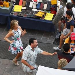 Jennifer Aniston e Adam Sandler,  che spot per Como: riprese in centro