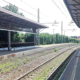 Cadorago, arriva il treno e attraversano  Ragazzini sfidano la morte