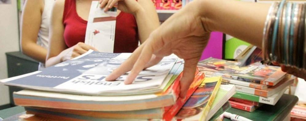 Como: libri scolastici,   Alle superiori 400 euro