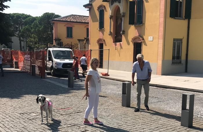 Il sindaco Veronica Airoldi con Rose durante il sopralluogo al cantiereFoto Bartesaghi