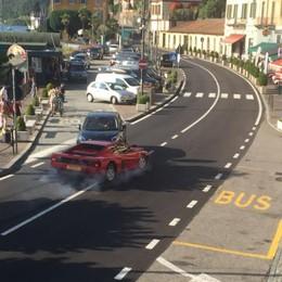 Folla a Lariowood  Ciak e inseguimenti  con incidente vero