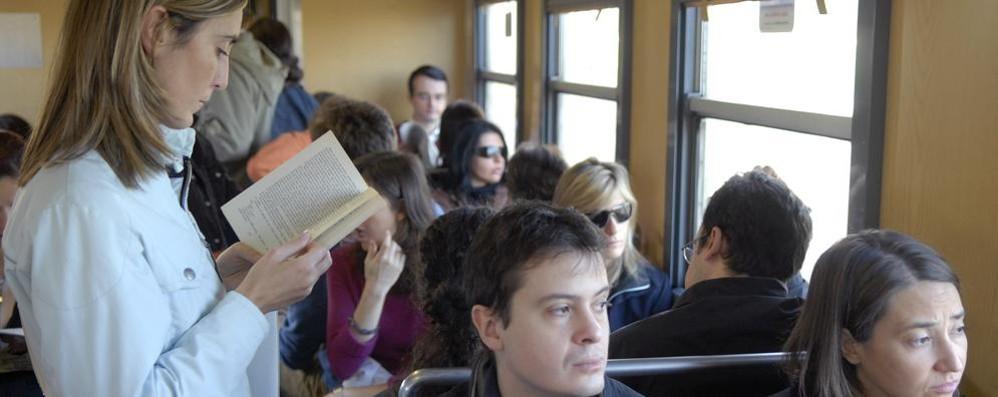 Treni, il triste record della nostra linea  Peggiore in Lombardia e scatta il bonus