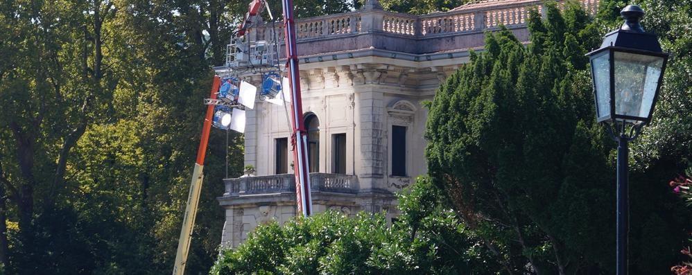 Ancora un ciak a Villa Erba  Ma il set è sempre blindato