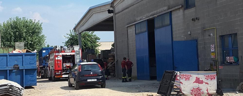 Batteria esplode in un deposito  Ferito il nipote dei titolari