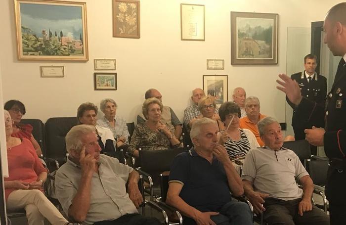 Il pubblico durante la riunione