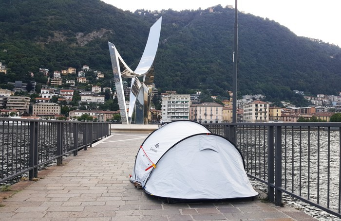 Como: campeggio sulla diga Foranea