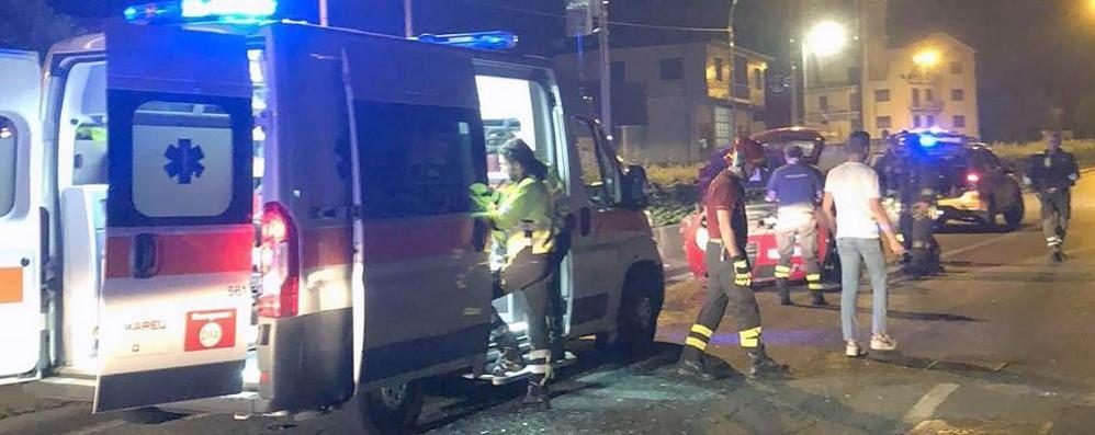 Auto ribaltata a Erba  Feriti tre ragazzi