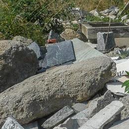 Como: non è solo erba alta  Viaggio nel degrado  dei cimiteri cittadini