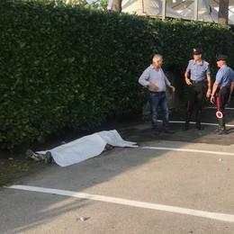 Eupilio, trovato morto  in un parcheggio