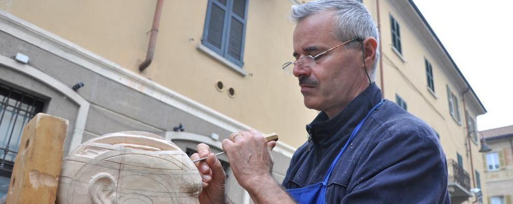 Cantù, festival del legno eclettico  Tra pizzi, tessile e architettura