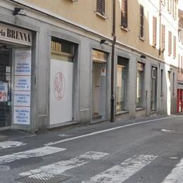 Rapina e tentata violenza sessuale  Ancora paura in centro a Cantù