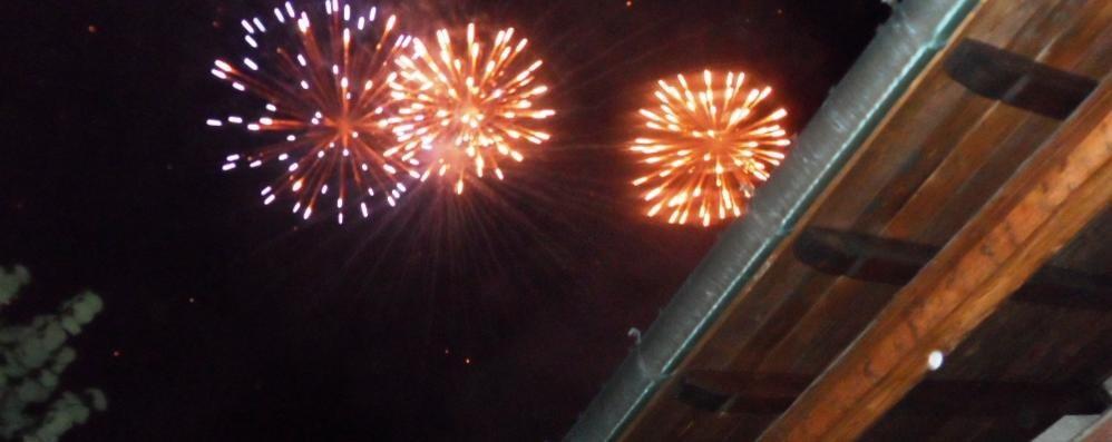 Drezzo, sì ai fuochi d'artificio  Ma senza botti per rispettare il parco