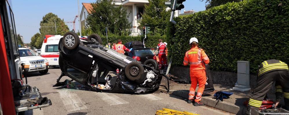 Incidente a Mariano Un'auto si ribalta