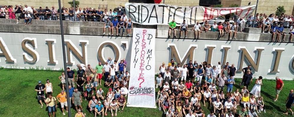 #salviamocampione  I cittadini creano un hastag
