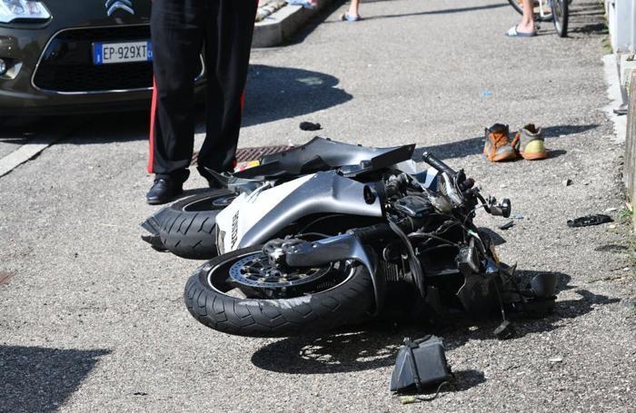 La moto coinvolta nell'incidente  foto porro