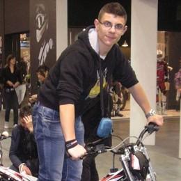 Pellio, muore a 20 anni   travolto da una Vespa