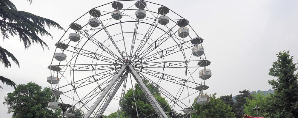 Una ruota panoramica  ai giardini a lago: il bando