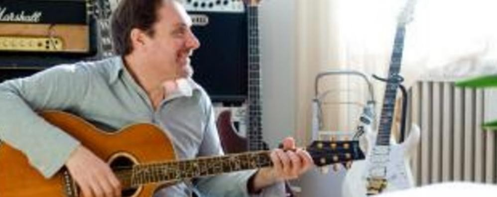 Ex chitarrista di Vasco   festeggia suor Laura