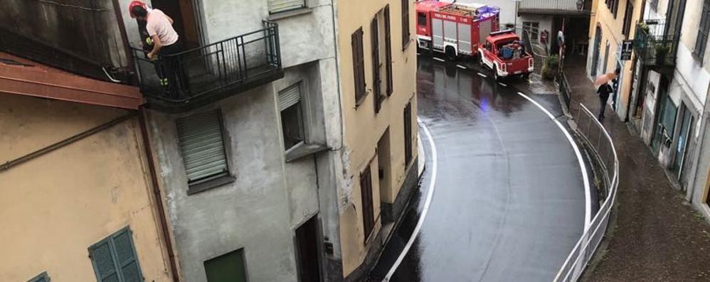 Fulmine su palazzina ad Argegno  Colpito tubo del gas, paura e danni