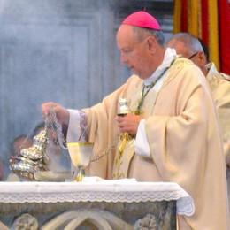 Il vescovo: «La dignità diritto di tutti  Anche per quelli che la città scarta»