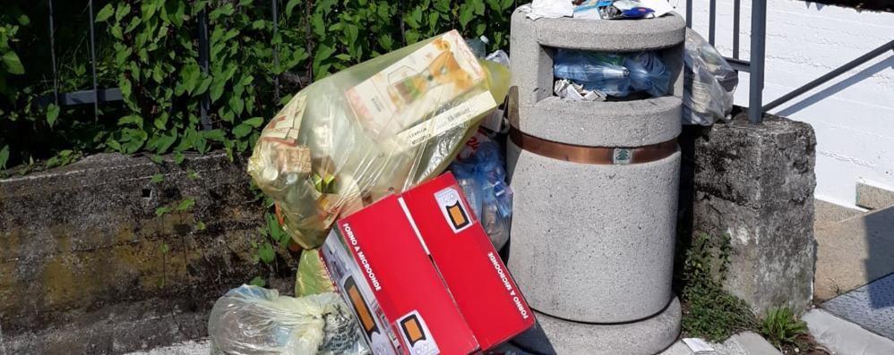 Ancora rifiuti abbandonati sulle strade  Caccia agli incivili a Cantù