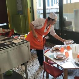 Scuola, i pasti a Como arrivano in ritardo  Pranzo servito soltanto alle 13,30