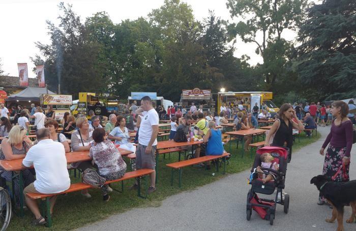 Moltissimi gli erbesi che hanno approfittato della calda serata per gustare al parco le specialità dello street food