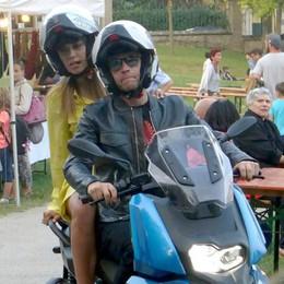 Erba, Rugiati e l'ex velina con lo scooter nel parco