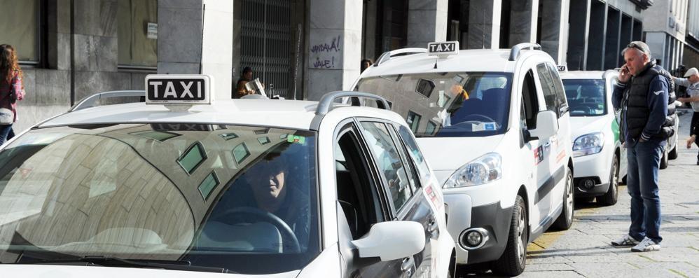 Como città turistica   Ma i taxi sono introvabili