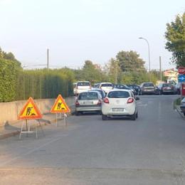 Erba, arriva il nuovo asfalto  Via Petrarca chiude al traffico
