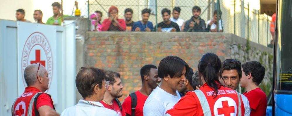 I gruppi cattolici al Governo  «Salvate il centro profughi»