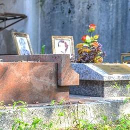 Scandalo cimiteri in città  Muffa a Lora e Camnago