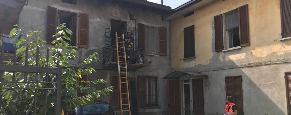 Boato a Lurago d'Erba  Incendio in un'abitazione