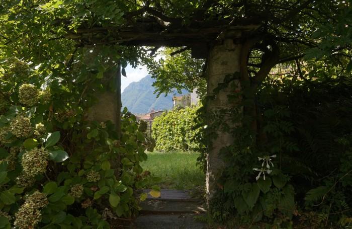 Il giardino della casa di Gian Pietro Lucini a Breglia oggi (foto Mirna Ortiz)