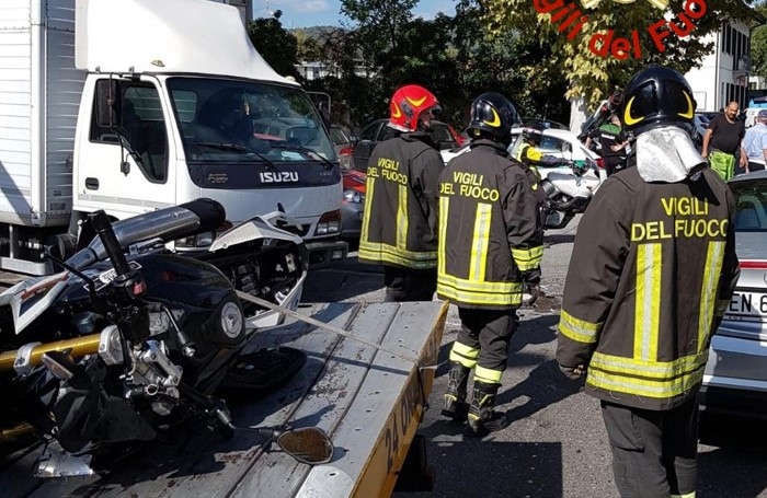 incidente via scalabrini incrocio via stazzi