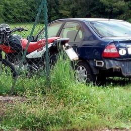 Scontro tra auto e moto  Ferito ragazzo a Faloppio
