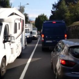 Incidente a Moltrasio  Un ferito, strada bloccata