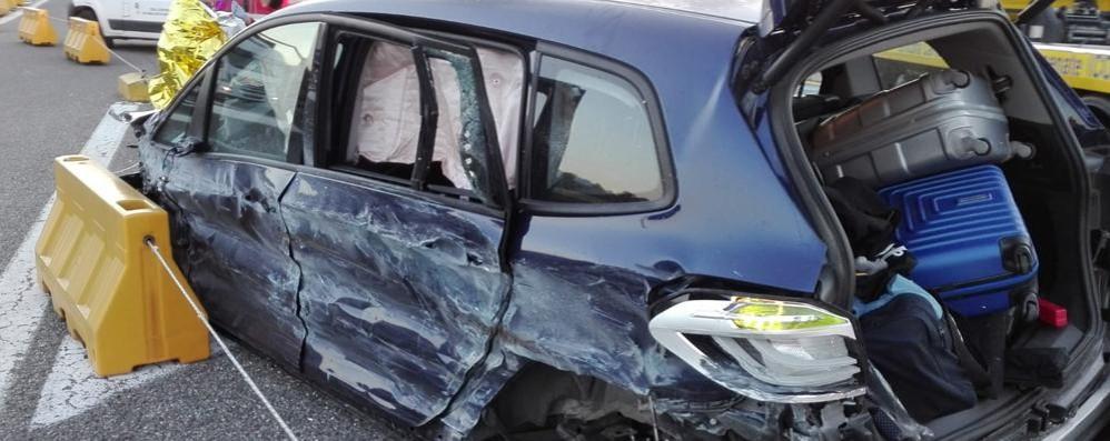 Fino, incidente in autostrada  Cinque ragazzi feriti