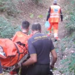 Ciclista cade ad Albiolo  Lo soccorrono i pompieri